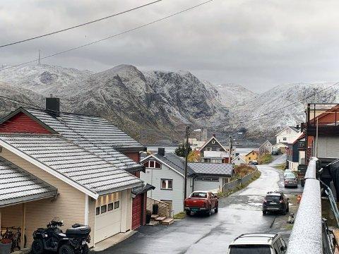 Snø: Dette våknet man opp til i Honningsvåg i dag. Hvor mye mer av dette vi har i vente, er helt i det blå. Men mer kommer det!