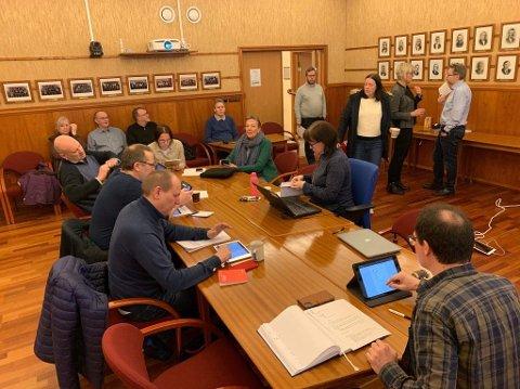 Tirsdag ble det innkalt til et ekstraordinært Formannskapsmøte. Her ble prosessen rundt bedring av arbeidsmiljøet i Nordkapp kommune satt i gang.