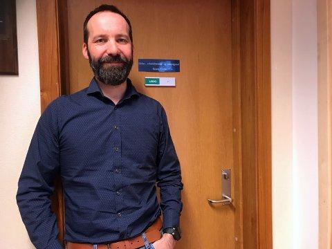Ronny Holm, leder for helse, rehabilitering og omsorg i Nordkapp kommune, er krisestabsleder. - Det er mange oppgaver å ta tak i, sier han om korona-situasjonen.