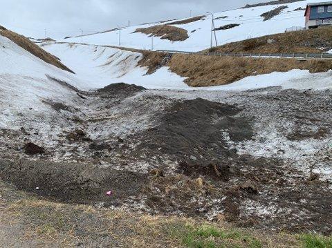 Råtten snø, som her i Elvedalen, er en farlig lekeplass, advarer teknisk sjef i Nordkapp kommune.