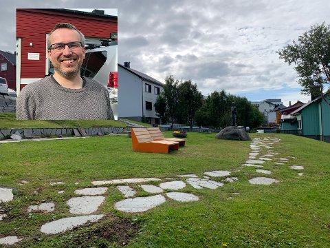 Tom Steve Paulsen, virksomhetsleder Byggdrift i Nordkapp kommunen, skryter av ungdommene som har jobbet iherdig med å gjøre grøntområdene og gatene i Honningsvåg pene og ryddige.