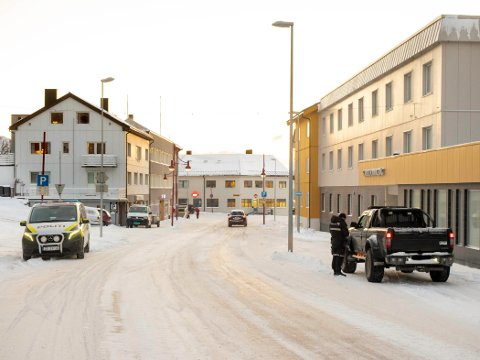 Ti biler ble kontrollert under trafikkontrollen i Honningsvåg i dag.