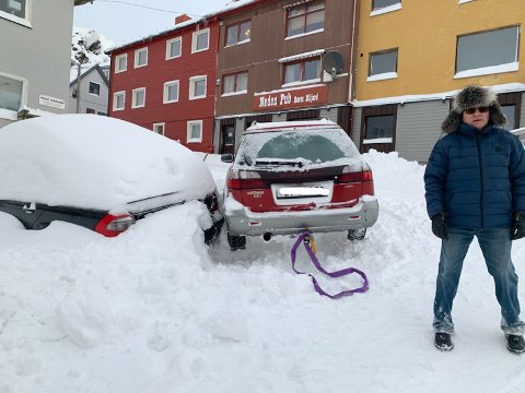 Flaks: Snømengdene fungerte som en solid polstring mellom bilene når uhellet var ute.