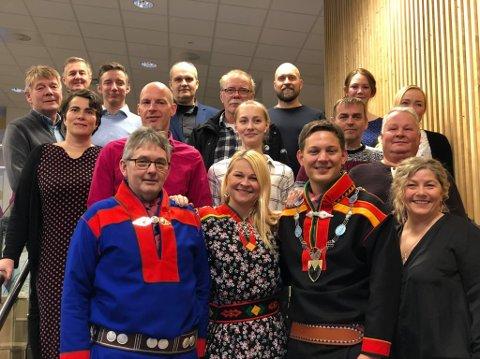 FORNØYD: Gjengen i Lebesby kommune kan klappe seg selv på skulderen etter et godt overskudd.