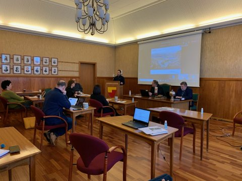 Formannskapet i Nordkapp. Fungerende ordfører Tor Mikkola (SP) innfelt