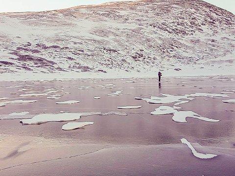KALDT: Tufjord på Rolvsøy har lidd under sprengkulda tidligere i uka, med strømbrudd og frossent vann. Men iherdig tining og mildvær, har endelig løsnet isen og vannet er tilbake.