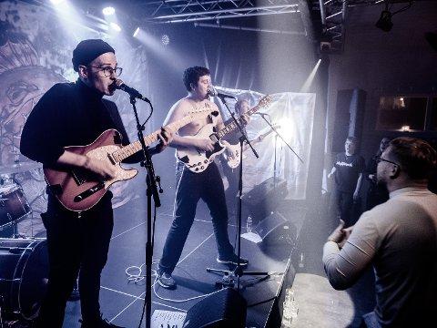 LEVENDE MUSIKK: Gutta i Moillrock har ikke spilt slike konserter på lenge, men i dag gir de ut en liveplate som trøst til alle som lengter etter levende musikk.