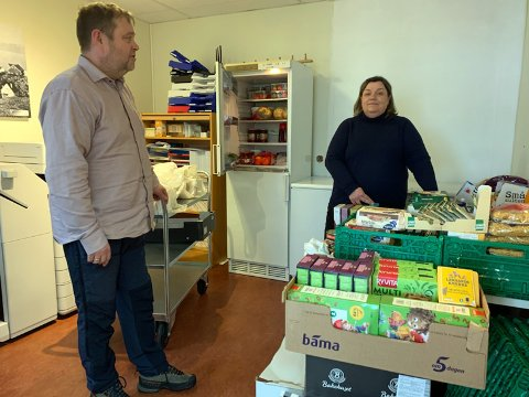 Reidar Johansen og Trine Jensen håper at mange vil støtte Spleisen hvor pengene går rett til Matomfordelingsprogrammet til Nordkapp Menighet.