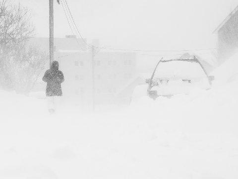 MER VÆR: Værmeldingen for fredag melder mer vind og snø, før det etterhvert skal gå over til sludd og regn.