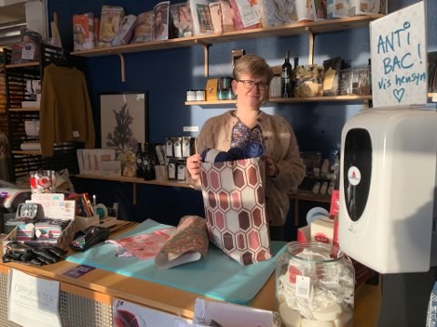 Bente Berg Andreassen er kreativ. Hun har funnet en løsning, slik at kundene fortsatt kan bytte garn på deres butikk.
