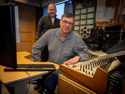 BINGO: Raymond Elde og Kjell-Bendik Pedersen kan smile over at Radio Nordkapp har fått større inntekter gjennom koronaåret 2020