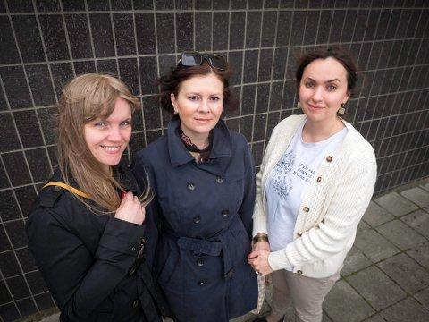 KLASSISK TRIO: Akvilė Kryževičienė (35), Olga Jusopova-Nilsen (52) og Asta Volbikienė (32) er klar for sommerkonsert på Perleporten lørdag.
