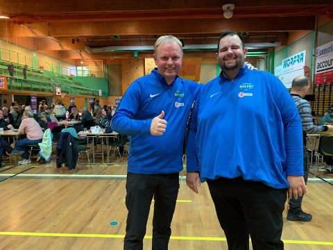 Roger Finnjord fra Finnmark Fotballkrets og koordinator for prosjektet Jakten på bolyst, Aleksander Johansen.
