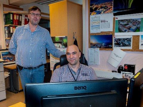 NØDHJELP: It-konsulent i Repvåg kraftlag, Dan Robin Einvik er Raymond Eldes og  Radio Nordkapps gode hjelper etter hackerangrepet tirsdag.