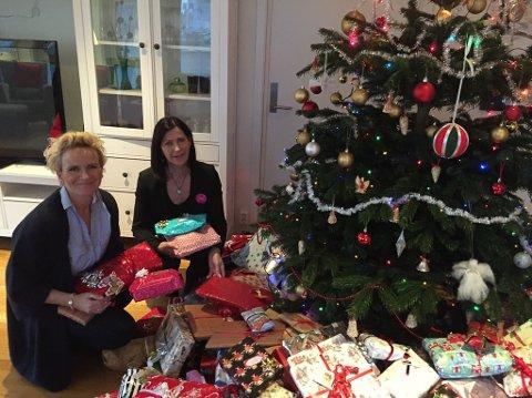Siv Grov ved Comfort Hotell og Gro Leni Hansen ved Quality Hotell leverte fleire sekkar fulle av gåver til Krisesenteret rett før julaftan. Dette var ei stor glede for alle born og vaksne som feira julekvelden på senteret!