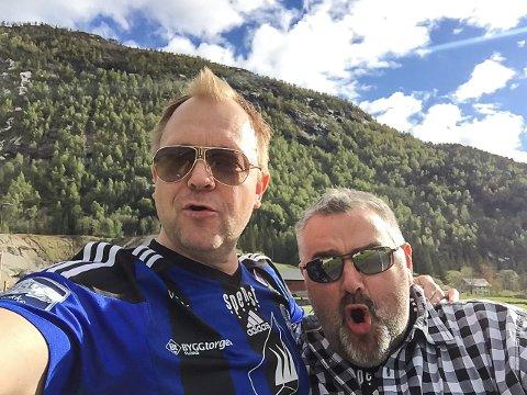 STILLER: Bengt Solheim-Olsen og Steinar Svardal har sett opp buss og inviterer til jubeltur til Lysekloster laurdag. Her ein selfie i Førde 16. mai, der det også var god stemning.