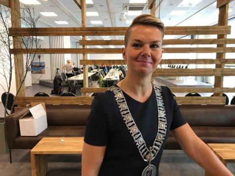 USAMD: Kristin Maurstad kjem ikkje til å flytte frå Bryggja der ho bur, men ho kjem som Vågsøy-ordførar til å kjempe for at Bryggja blir del av Kinn.