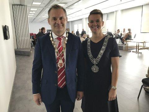 Floraordførar Ola Teigen og Vågsøyordførar Kristin Maurstad.