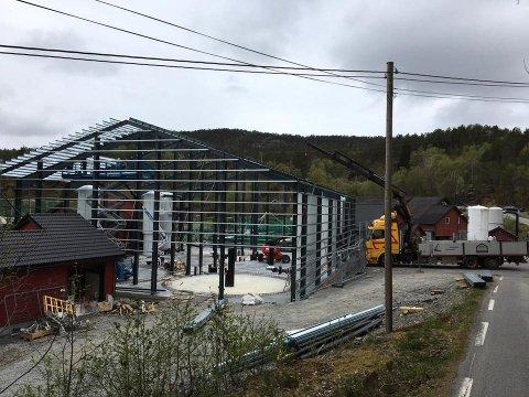 Bygging av ny hall i Barlindbotn.