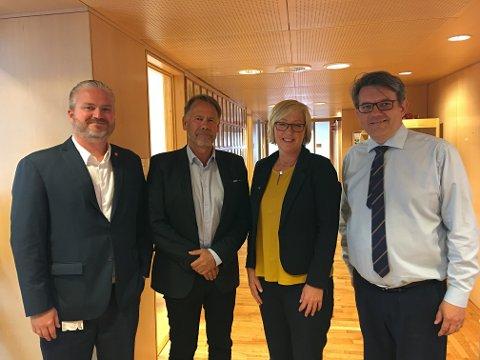 Statssekretær i Samferdsledepartementet Tom Cato Karlsen (FrP), Bjørn Hollevik (FIN), Frida Melvær (H) og statssekretær Tom Christer Nilsen (H).