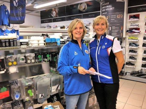 DEAL: Nestleiar i Florø SK Handball Jorunn Farsund t.v. og dagleg leiar for Intersport Florø Evy Støylen har signert ny fireårs samarbeidsavtale.