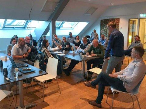 HØVDINGMØTE: Laurdag var representantar frå dei ulike øyene i Floraskjergarden samla på Horne Brygge for å diskutere framtida.