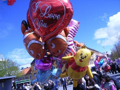 SNART BORTE? Kan det gå mot eit forbod av slike ballongar i Florø?