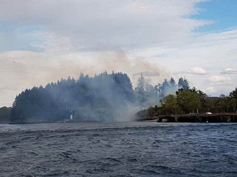 I pinsehelga braut det ut brannar både på Rota i Florø (bildet), i Stryn og i Gaular. No strammar brannvesenet inn.