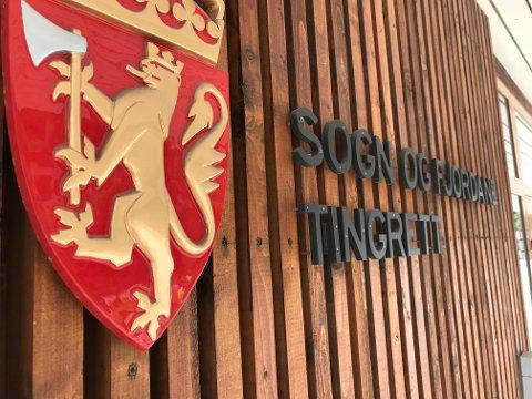 LANGT SYNDEREGISTER: Florømannen som nyleg blei dømd til fengsel i sju månader måtte svare for seks tjuveri, seks mindre tjuveri og fire biltjuveri.