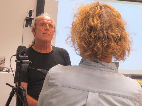 INTERVJU: - Bjørn Enes vil samle vanlege folks livshistorier. I november blir det kurs i Florø.
