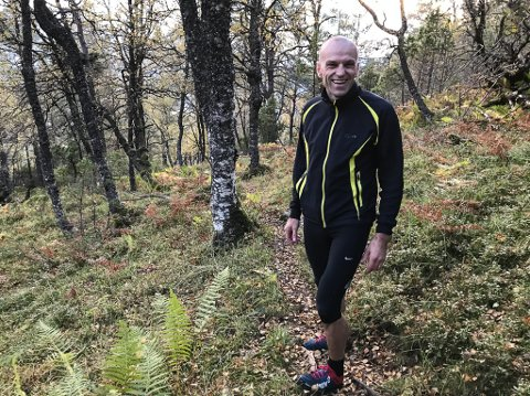 SUKSESS: Plansjef Anders Espeset fortel samarbeidet mellom kommune og frivillige har fungert veldig godt. Sti-prosjektet i Brandsøyåsen vart starta i 2015.