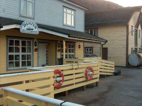 Dampen si fasade på den gamle dampskipskaia i Davik.