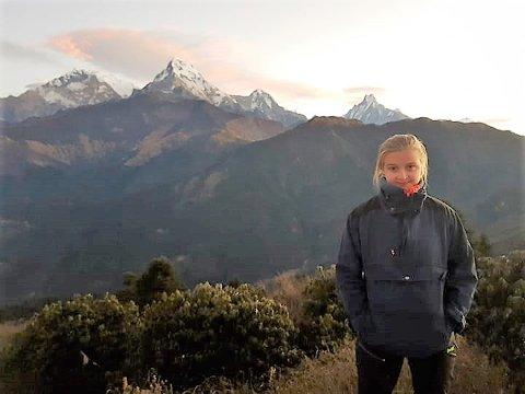 PÅ FJELLTUR: Una Søreide Charbaut (15) føre Anapurna, det farlegaste og eit av dei høgaste og kanskje av dei vakraste fjella i verda.
