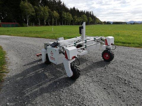 Roboten Thorvald skal kunne ta seg slåtten på gardane i framtida.