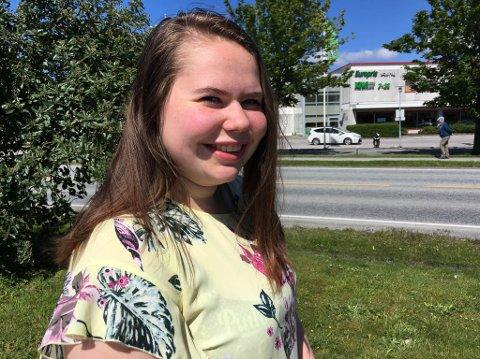 SETTE KINN UNDER LUPA: Eli-Anne Jagedal Solvang studerer planlegging og administrasjon, og har skrive bacheloroppgåve om prosjekt Kinn kommune.