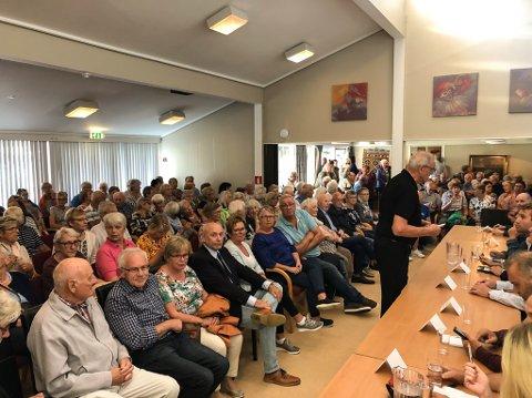 Det var ikkje plass til alle som ville inn på torsdagens politikardebatt på Havglytt.