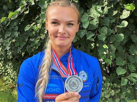 SØLV: Det var langt i frå eit optimalt løp, men Kristi Strømmen Kjerpeset (21) tok likevel sølv på favorittdistansen 100 meter hekk i junior NM i Sigdal denne helga.