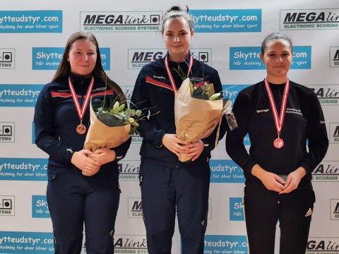 STABILT: Ein sølv og to bronse blei fasiten for Elena Eikevoll Heltne (t.v) i helgas cupstemne i Danmark.