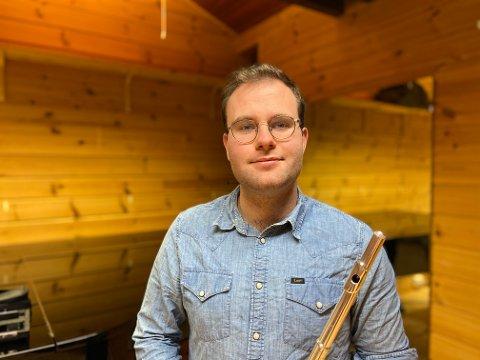 FLØYTIST: Iver Bakke Nydal studerer ved musikkhøgskolen og er over middels god på fløyte.