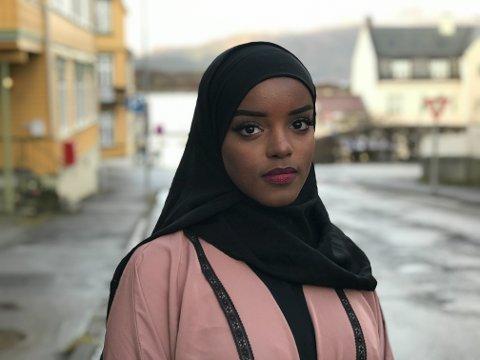 BALQIS MOHAMED: Ho har ein fot i Somalia, og ein fot i Norge. Det er ikkje alltid like enkelt.