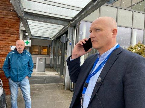 ORIENTERING: Arve Varden orienterte torsdag pressa om korleis Helse Førde bur seg på korona-situasjonen. – Eg ser med høgste alvor på situasjonen, seier sjukehusdirektøren.