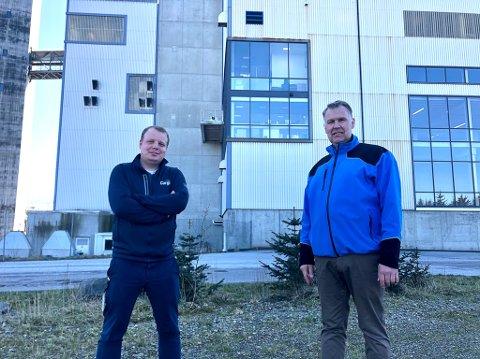 NYBYGG: Fabrikksjef i Cargill i Florø, Tor-Erik Røynesdal saman med utbyggar Thor-Arne Ullaland.