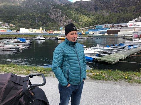 SVELGEN: Leidulf Solheim er oppmann for småbåthamna i indre hamnebasseng i Svelgen og forkjempar for eit flott grønt- og parkområde på området ved Riseelva.