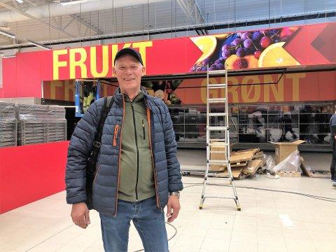STØRST: - Dette kjem til å bli den største og beste frukt- og grønt-avdelinga i Sogn og Fjordane, seier prosjektsjef for den nye Coop-butikken på Evja, Geir Iversen.
