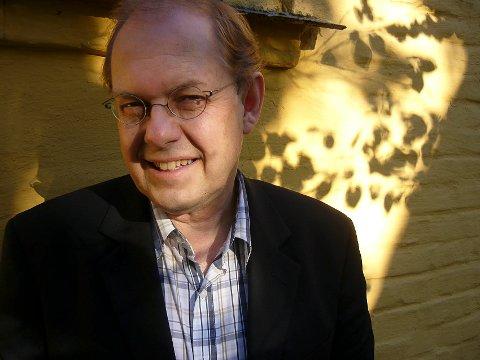 PROFESSOR: Gunnstein Akselberg ved Universitetet i Bergen, også kjent som makkeren til journalist LInda Eide i NRK sitt Eides språksjov.