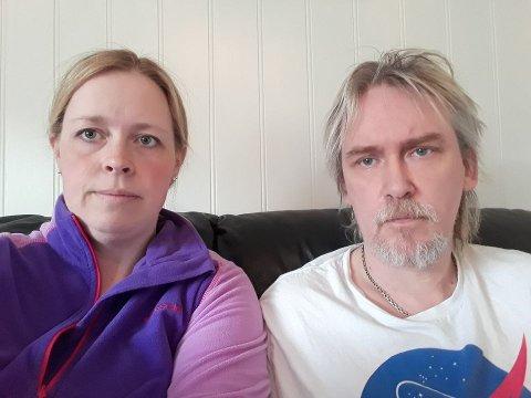 PROTESTERER: Renate Storøy og Bjarte Haukedal ønsker ikkje å få øydelagt garden sin med etablering av ein gjenbruksstasjon og slamomlastingsstasjon i kommunal regi.