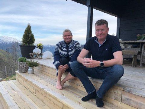 FRED OG RO: På hytta i Engjadalen har Bente Velure Lingjerde og Hans Erik Lingjerde funne roen. I fjor overnatta dei på hytta 80 netter.