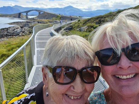 RADARPAR: Oddny Ulriksen og dottera Tone tok ein roadtrip langs Atlanterhavsvegen, sidan Oddny hadde ønskt seg det. Først køyrde dei inn i ein skoddevegg. Då snudde dei og venta til den gav seg så Oddny fekk sett det ho kom for.