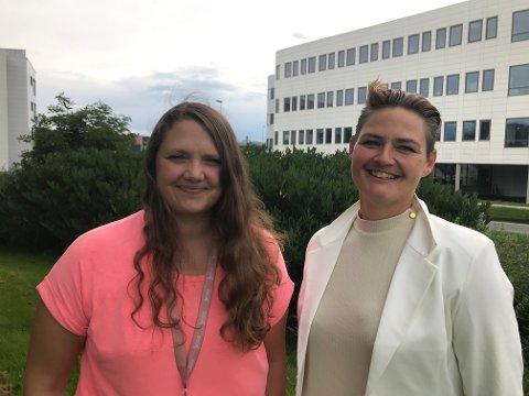 Carina Takle Hillersøy og Ann Kristin Takle Winterthun håper dei får mange barn å undervise i haust. Særleg treng dei gutar, seier dei.