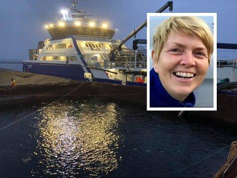 LANG PROSESS: 360 tonn med laks, eller 360.000 individ vart frå fredag til laurdag behandla for AGD ved Marø Havbruk.